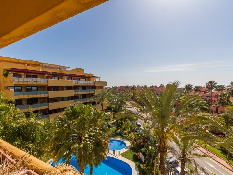 Apartment in Estepona MA1015492 5 Thumbnail