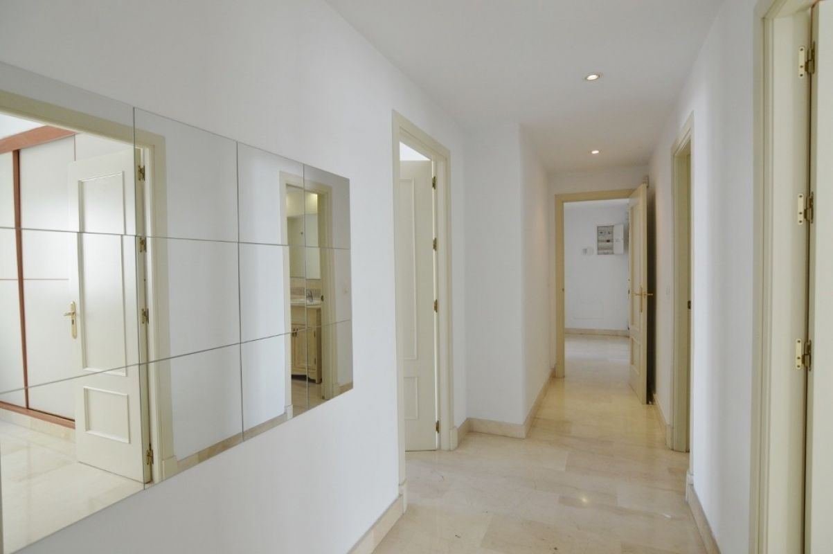 Apartment in Nueva Andalucía MA2111073 3