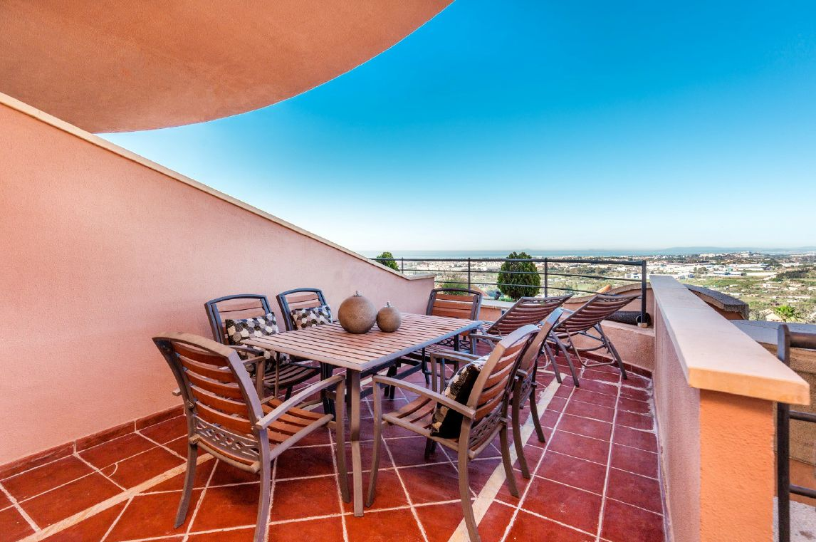 Middle Floor Apartment in Nueva Andalucía MA4096186