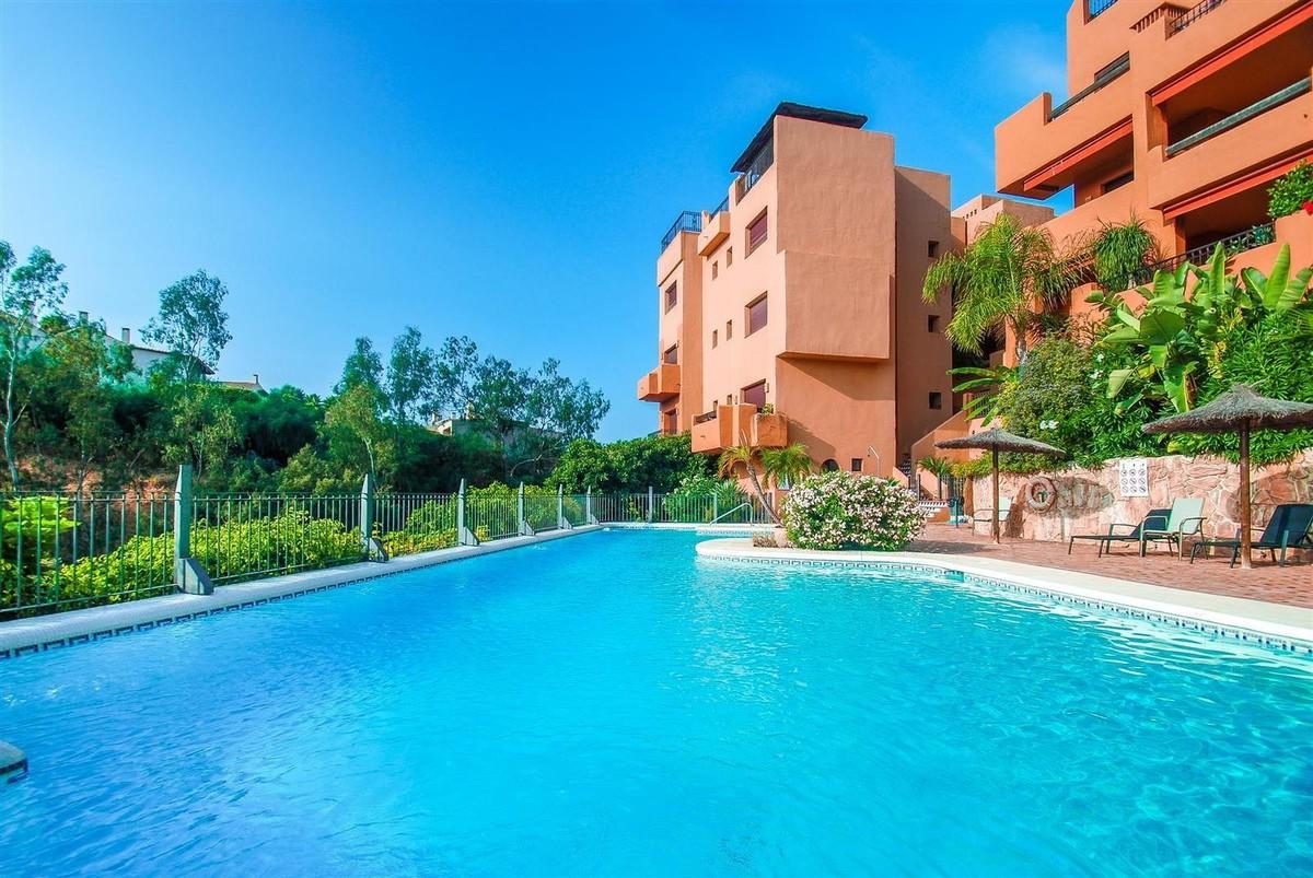 Middle Floor Apartment in Benahavís MA4213283