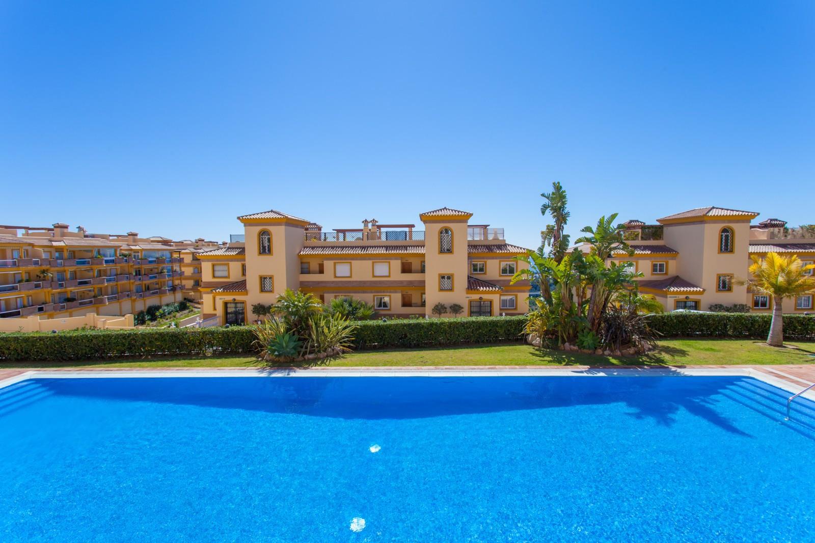 Middle Floor Apartment in Calahonda MA7636610