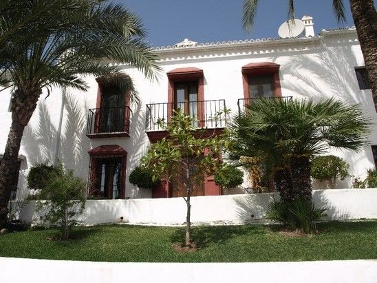 House in Nueva Andalucía MV9710173 2